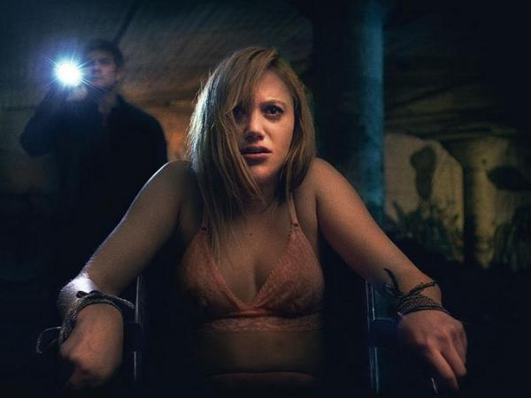 Maika Monroe - It Follows